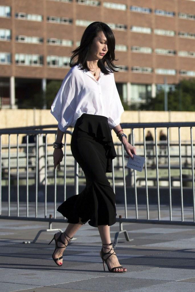 fashion-2015-11-white-shirt-outfit-ideas-date-black-ruffle-skirt-melodie-jeng-main